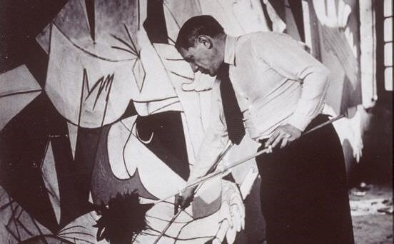 Photo of Picasso working on Gurnica